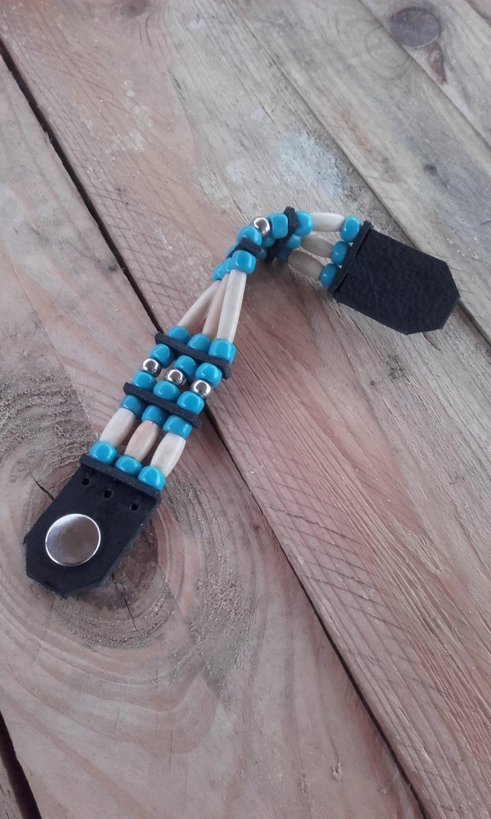 Bracelet Amérindien, 3 rangs, os, perles de verre bleues turquoise : Ref : B 297