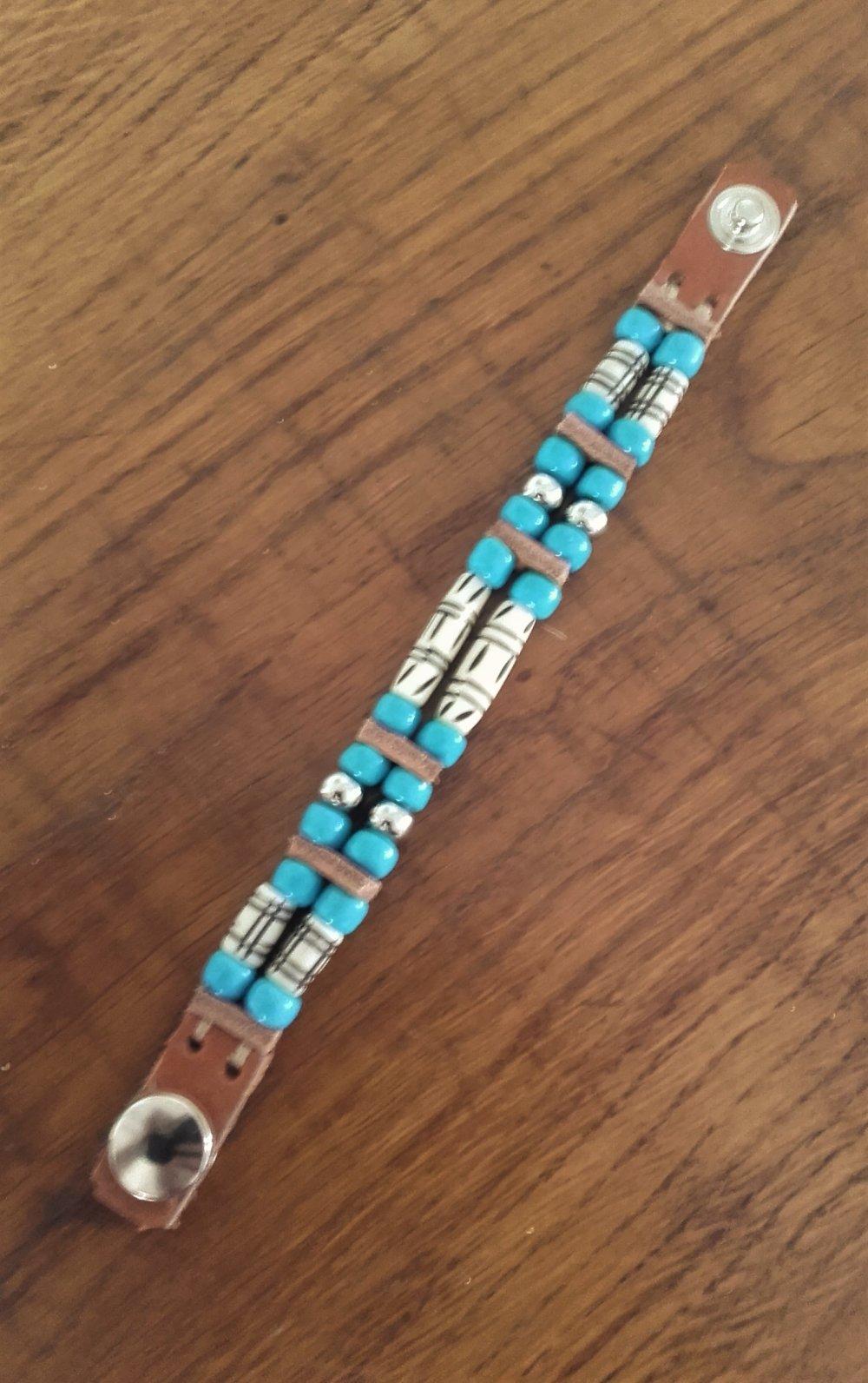 Bracelet style Amérindien, 2 rangs, cuir et perles de verre, beige et bleue turquoise: Ref : B 311