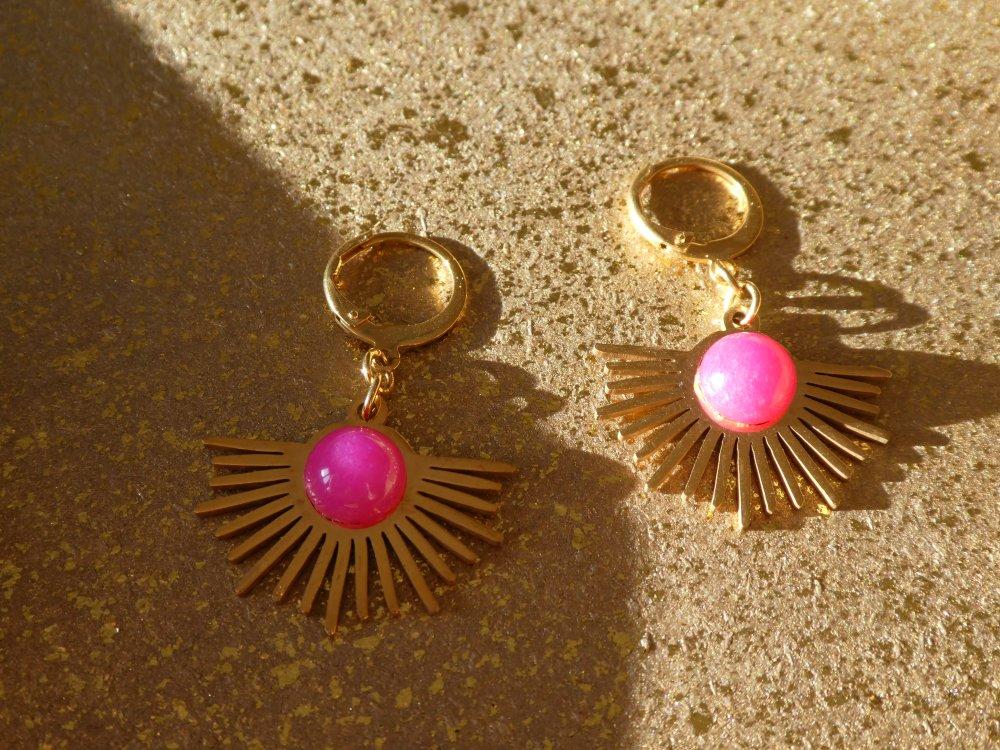 Boucles d'oreilles Soleil en acier doré et agate fuchsia - Créoles soleil acier doré
