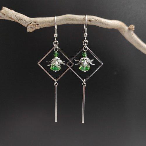 Boucles d'oreilles fleur verte avec son losange géométrique et cristal de verre vert