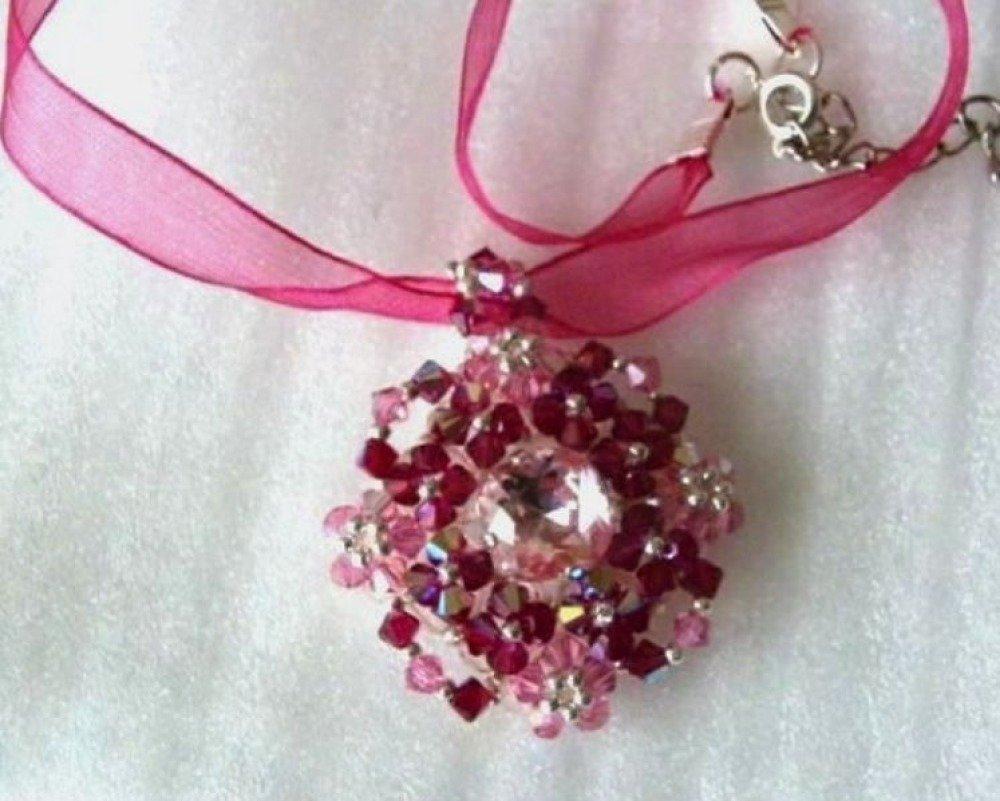 Pendentif cristal Swarovski rose rubis, modèle unique fait main, idée cadeau Saint Valentin