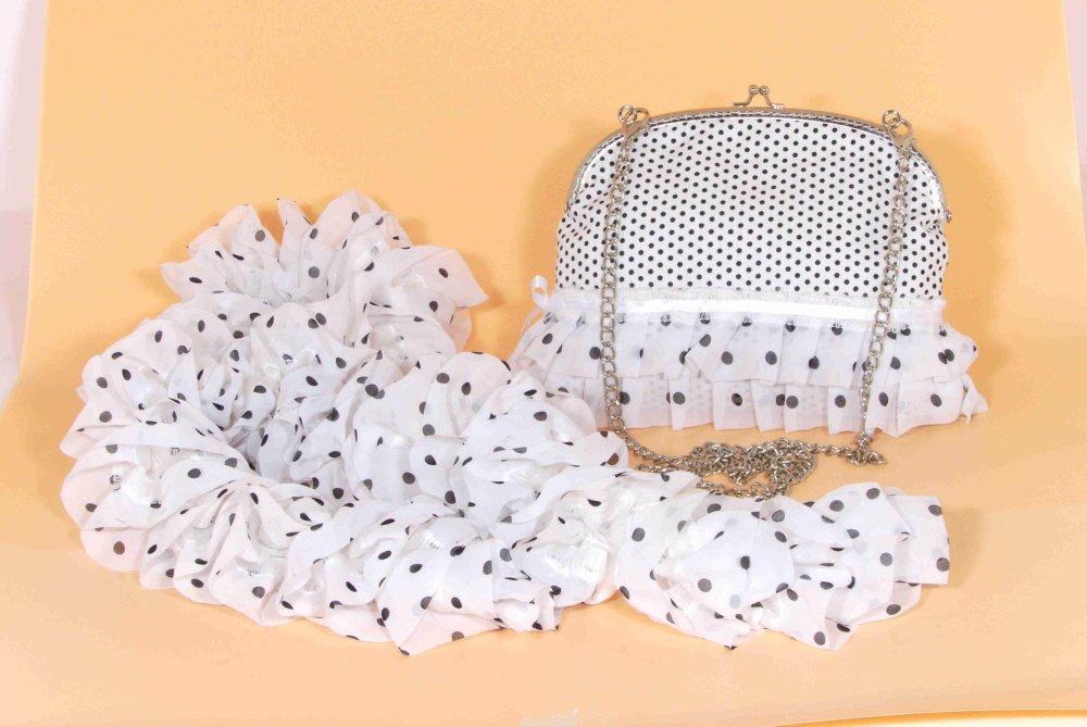 pochette blanche et foulard assorti
