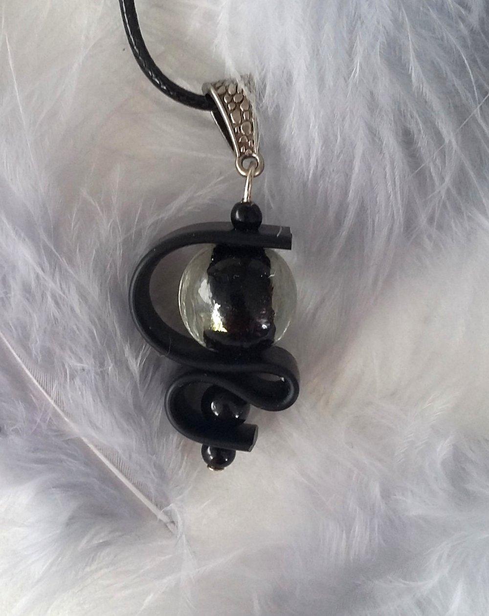 Pendentif perle de verre noire et transparente