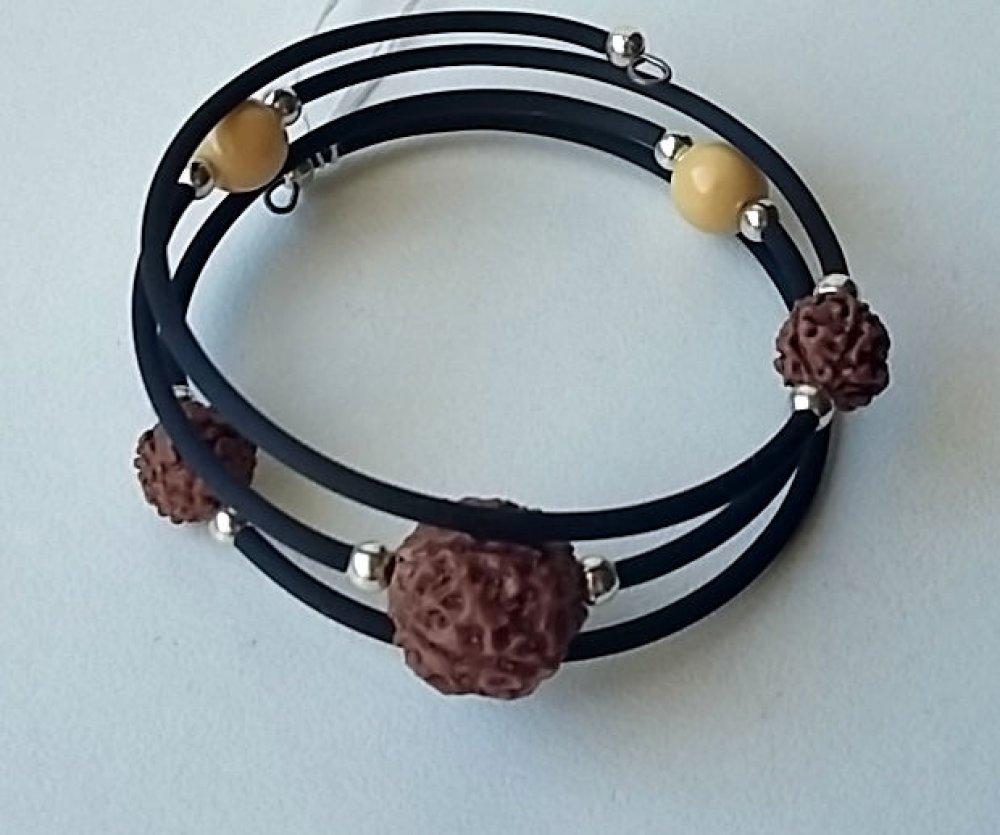 Bracelet graines marron et rème