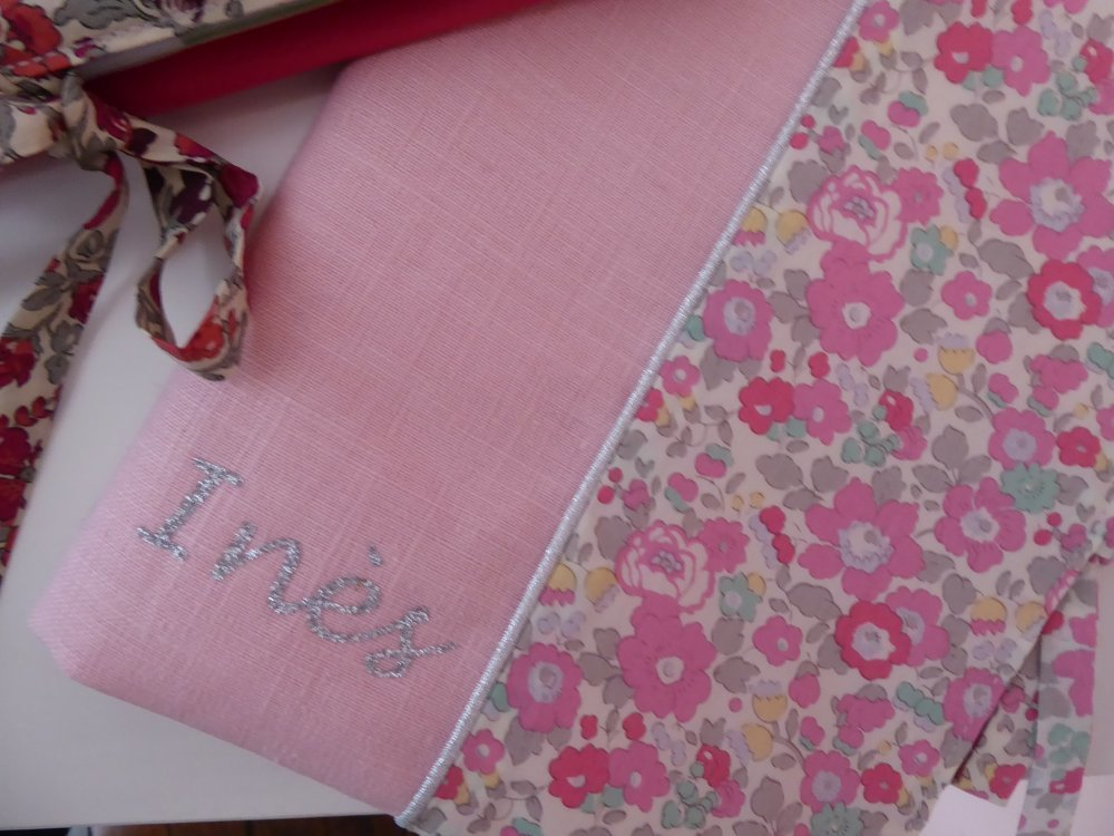* Protège carnet de santé bébé ,fille prénom personnalisable cotin gris liberty wiltshire rose