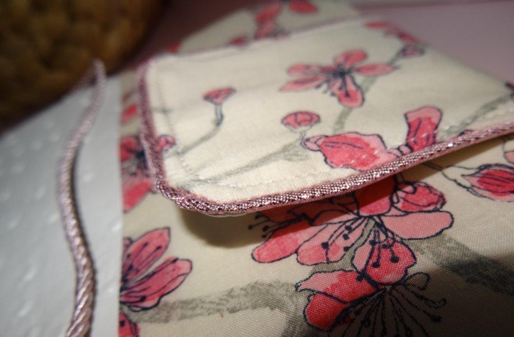 * couverture protége agenda 2020 simili cuir blanc autruche et liberty josephine plumes gris et rose
