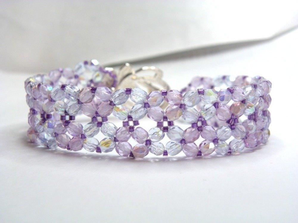 Bracelet manchette perles de verre de bohème mauve printemps été irisé fermoir métal argenté 19,5 cm