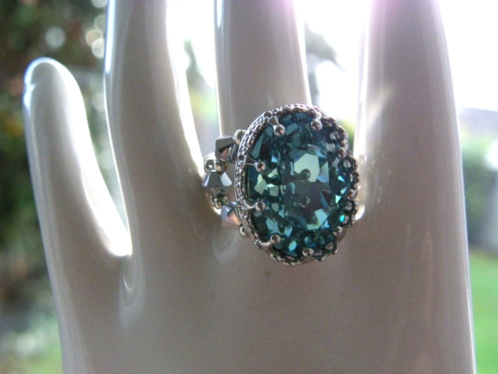 Bague cristal Swarovski turquoise clair, gris argenté, serti baroque, métal argenté ciselé, idée cadeau