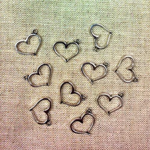 10 breloques coeurs métal argenté t37