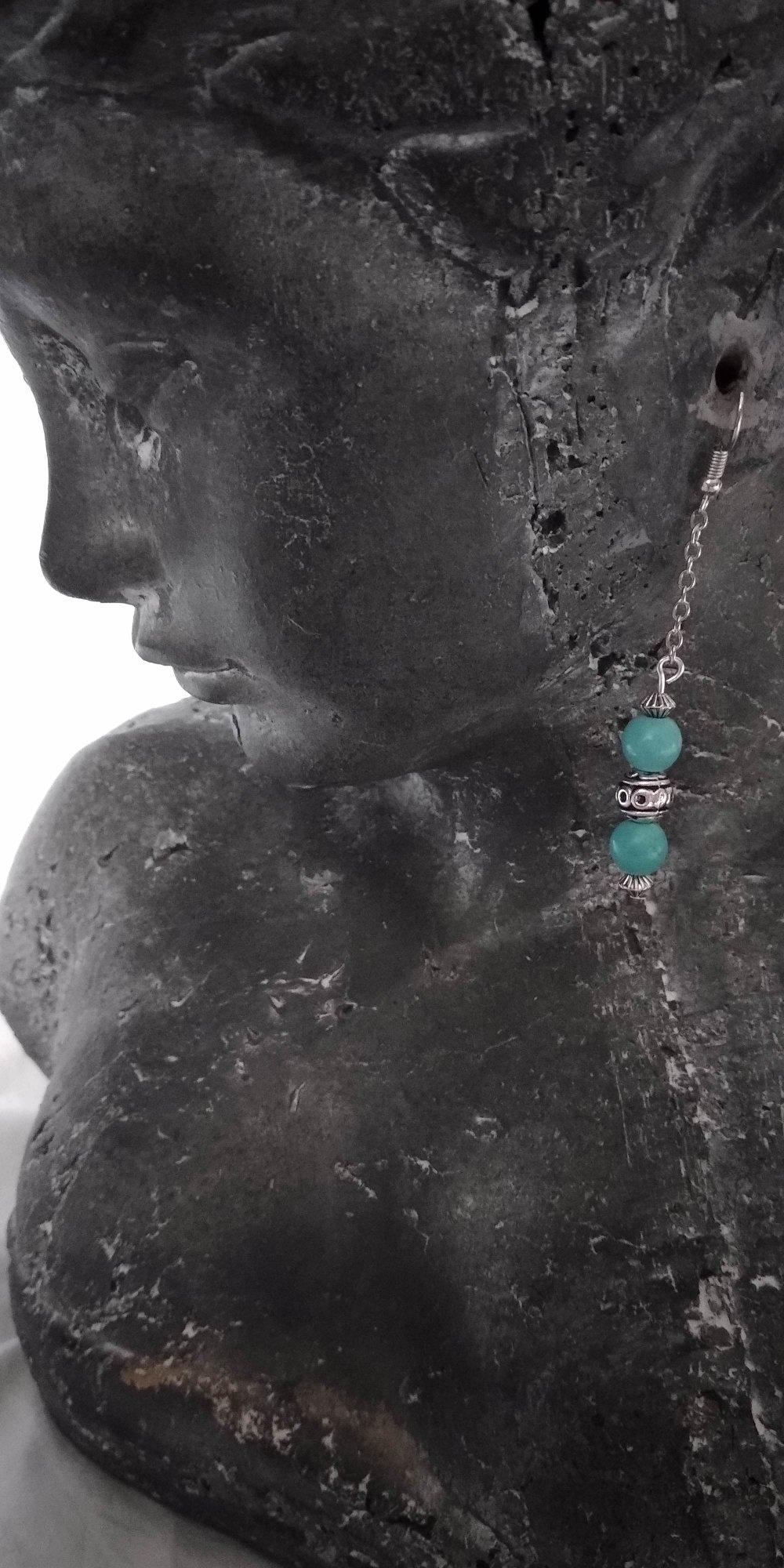 boucle d'oreille pendante en métal argenté avec pierre howlite