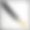 Dragonne détachable, 21 cm de long. en cuir véritable noir gravé, finition or