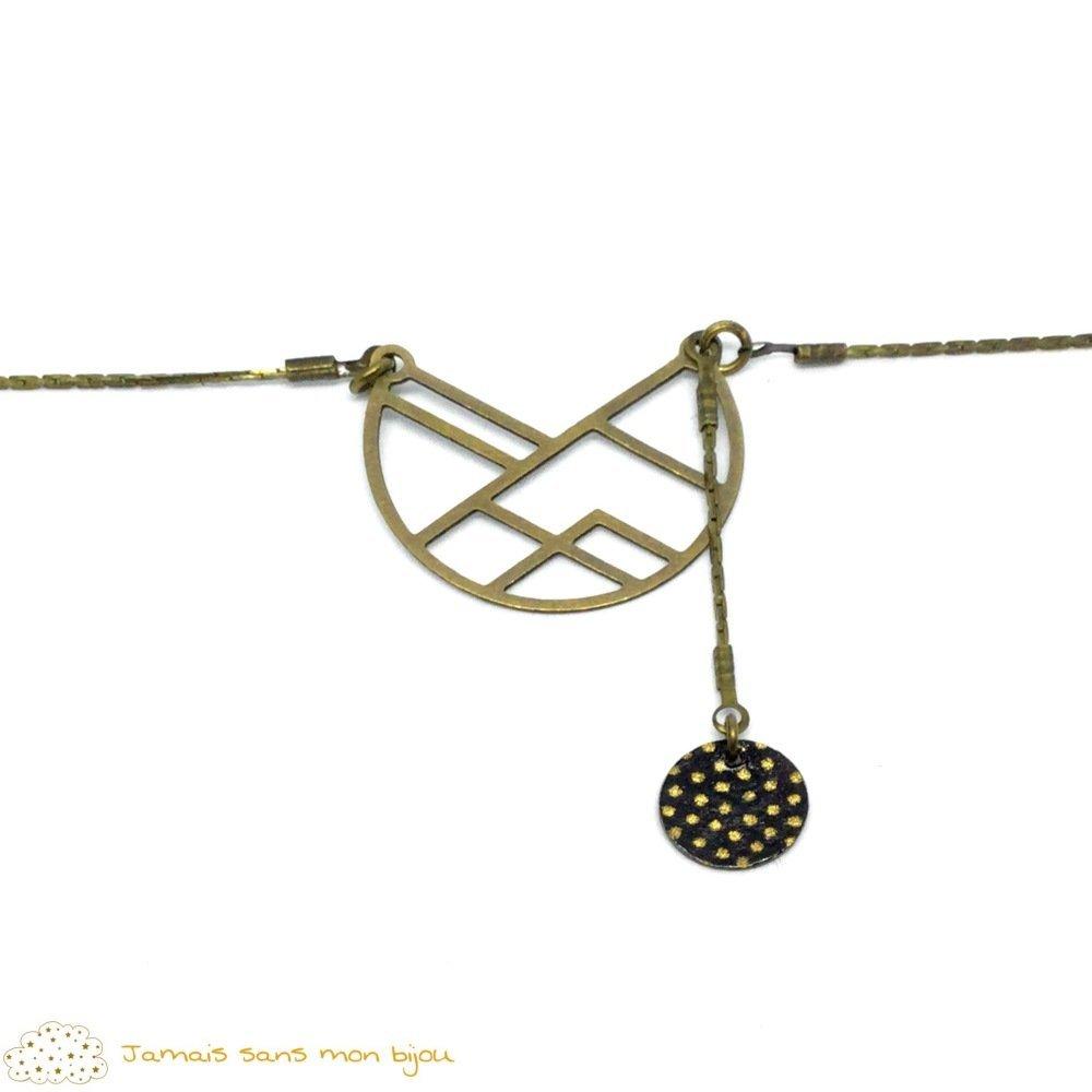 Collection graphique : collier ras de cou bronze pendenti demi-lune, sequin motif papier japonais noir à pois blancs