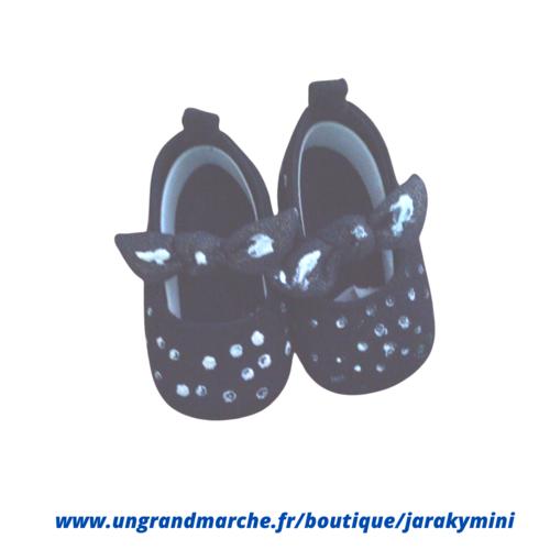 Chaussure, chaussons, 10euros  bébés filles suédine  t 3 à 6 mois, marine et points blancs création artisanale,
