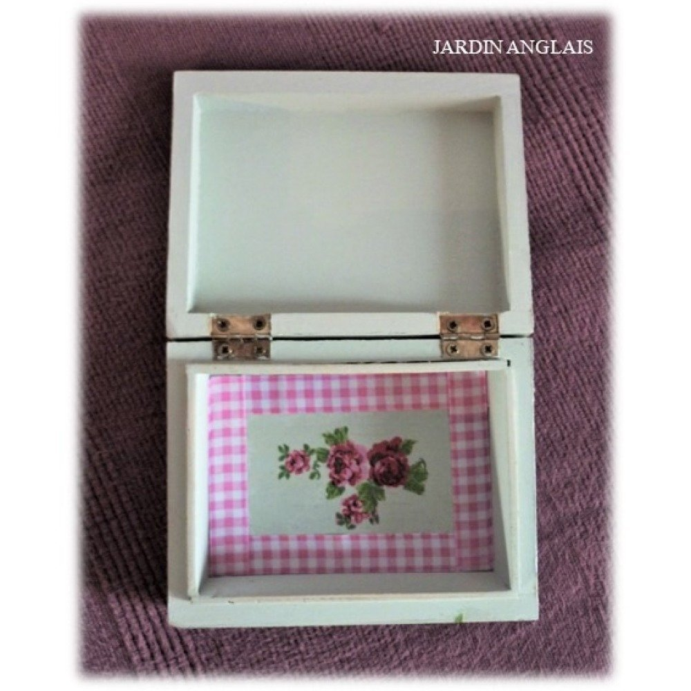 Petite boîte en bois vert pâle
