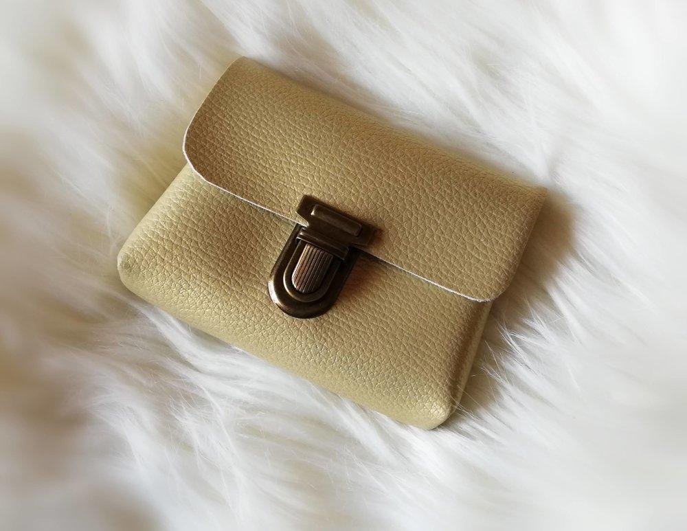 Petite pochette simili cuir doré