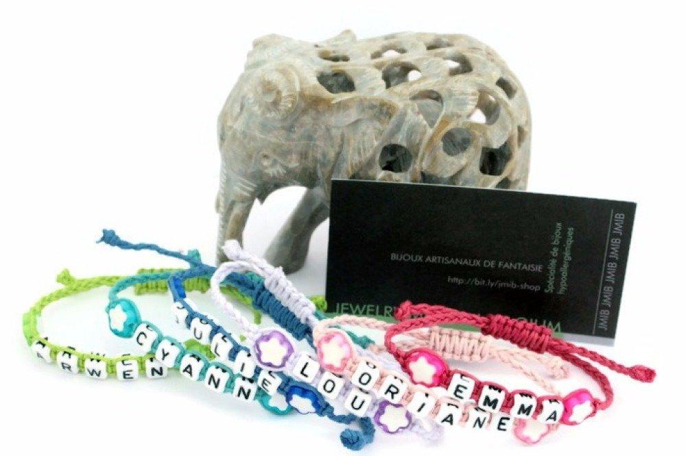 Bracelet prénom personnalisable ajustable avec perles fleur