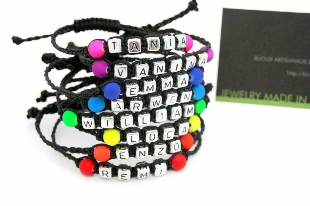 Bracelet prénom personnalisable perle acrylique FLUO couleur au choix