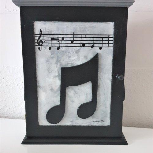 Boite a cles en bois notes de musique