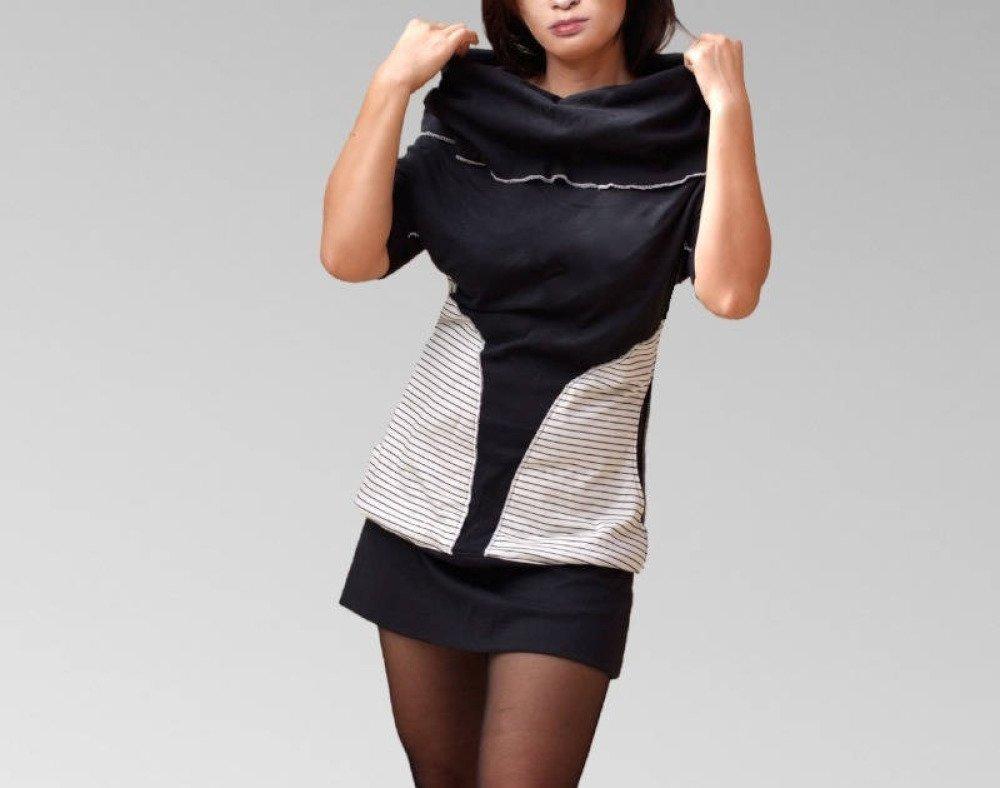 Robe tunique en coton jersey noir manches courtes, large collar, poches rayures noir et blanc,