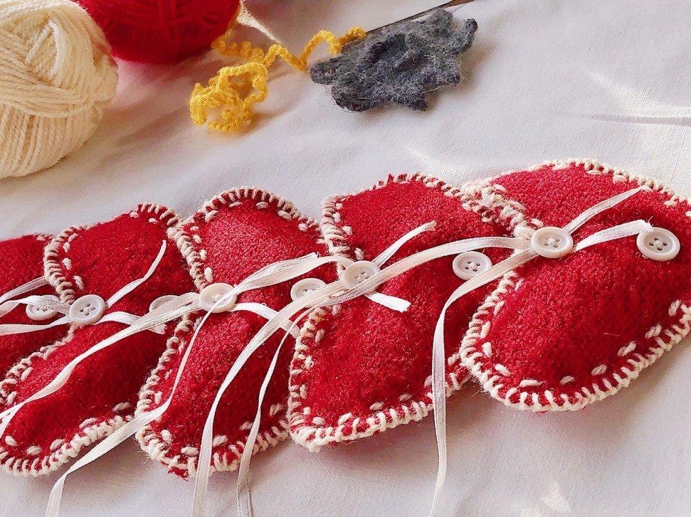Coeur Brodé Rouge,Sachet de médecine,tricot coeur ornement de Noël,décoration de coeur, fait main ornement de cœur