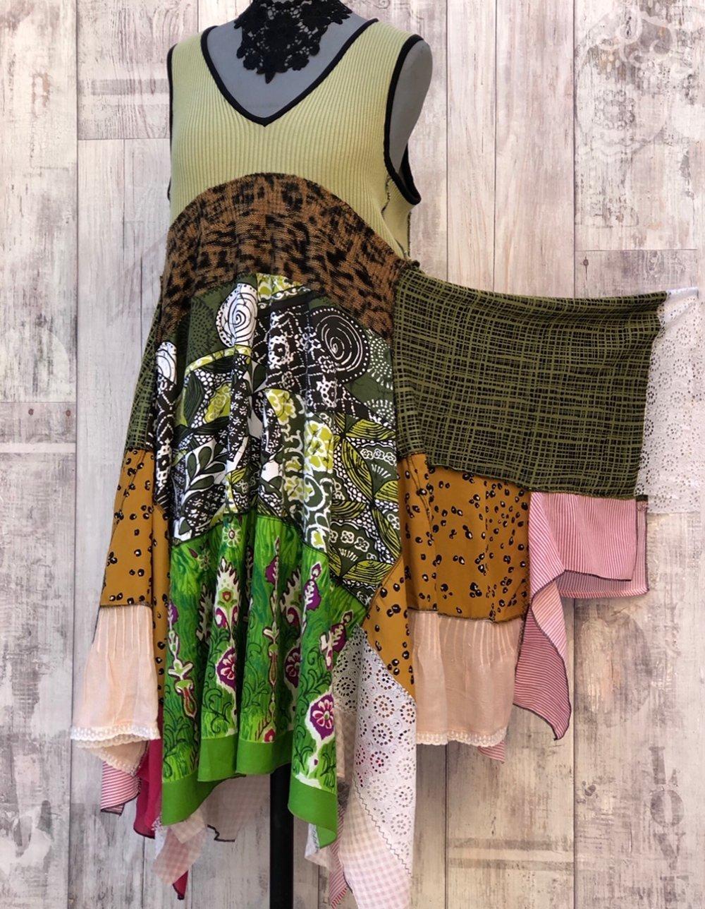 Upcycled Country Robe Jade verte,Patchwork,Boho,Hippie,Vintage Broderie & Dentelles, hippie boho chic , Rostic Art, Vêtement Recyclés S/M