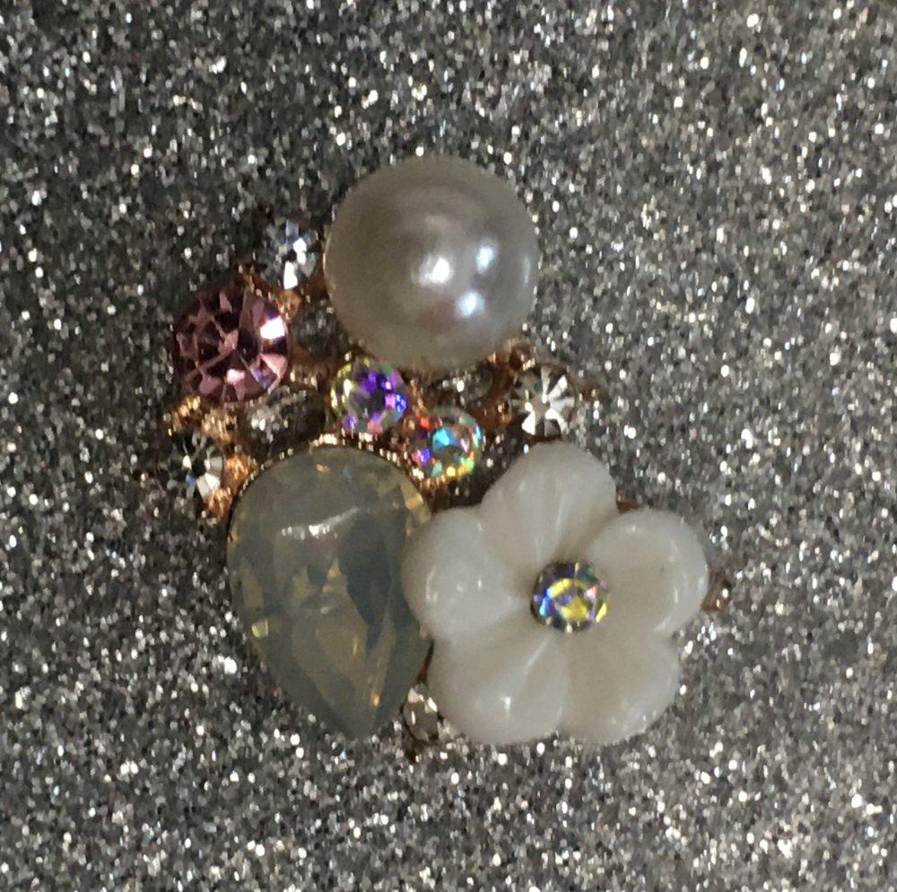 Embellissement bouton décoration strass perles nacrées