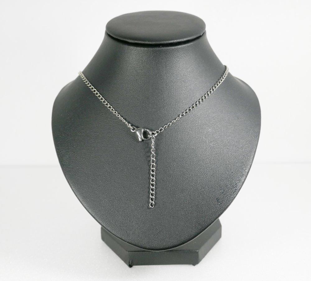 Collier pendentif mi-long une perle en calcédoine bleue