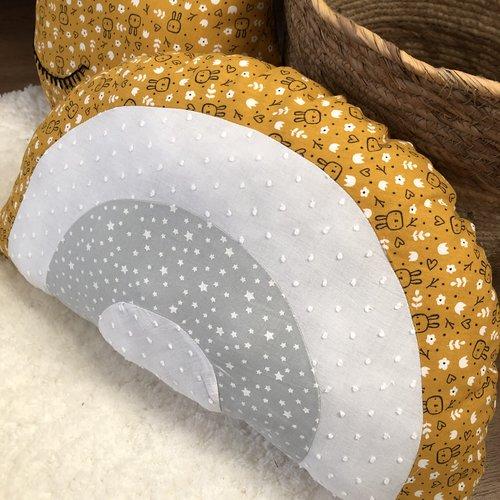 Coussin arc-en-ciel / décoration chambre enfant jaune / gris / blanc / arc en ciel en tissu / coussin décoratif