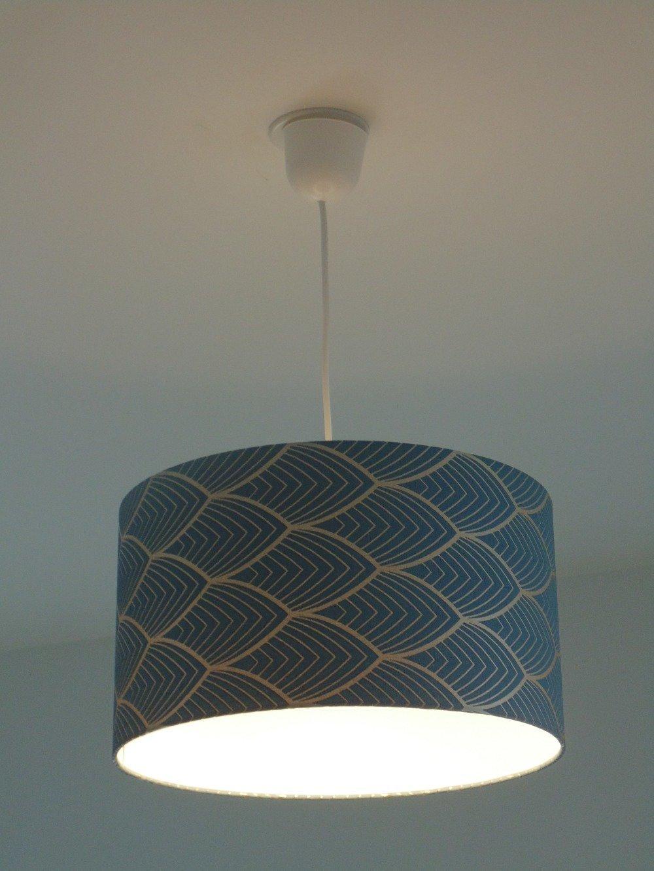 Lustre suspension plafonnier abat jour cylindrique 35 cm motif art déco bleu et argenté géométrique + fil électrique