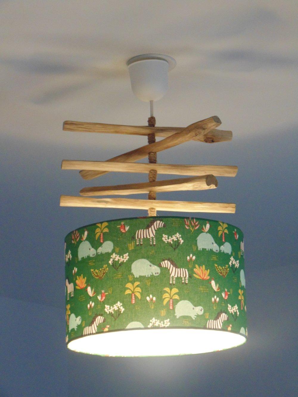 Lustre bois flotté de ganivelles abat jour safari vert animaux hippopotames et zèbres suspension idée cadeau chambre bébé