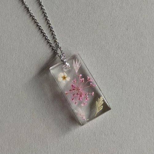 Chaîne et pendentif en résine inclusion fleurs séchées, bijoux original femme, cadeau unique