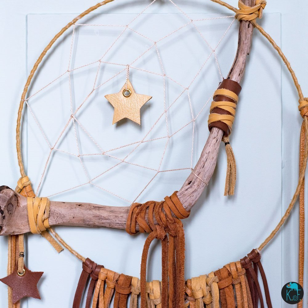 Dreamcatcher Natural Moon ou Mooncatcher associant cuir et bois flotté