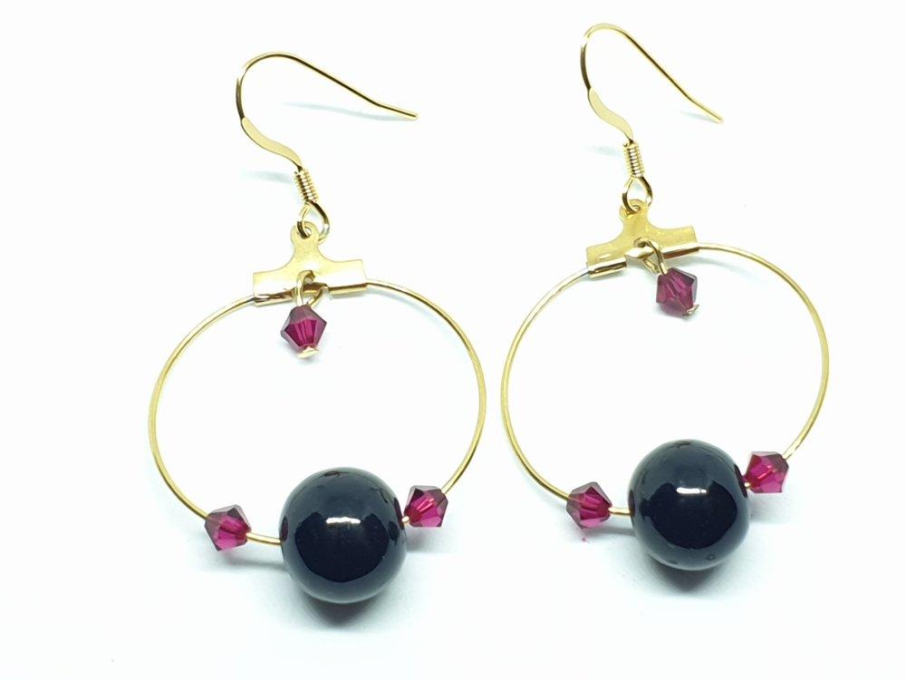 Boucles d'oreilles en acier cercle doré et des perles noires et bordeaux