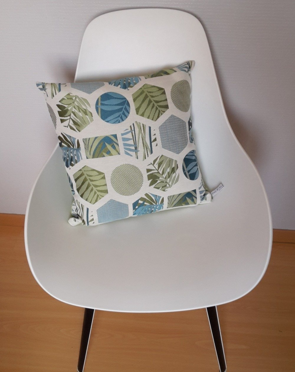 Housse de coussin aux motifs géométriques et natures en vert et bleu canard