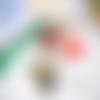 Bijou de sac ou porte clés,panda,émail,ruban noir,blanc,vert,perles fleur et feuille rouge