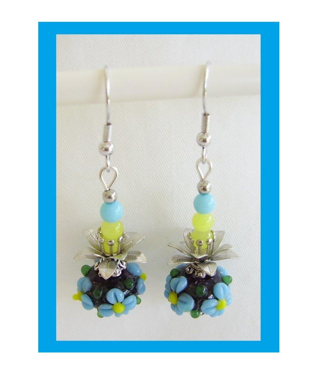 Boucles d'oreilles,perle verre lampwork,bleu,noir,jaune,métal argenté