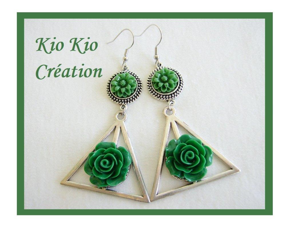 Boucles d'oreilles argentées,cabochon fleur,vert,bijou fantaisie