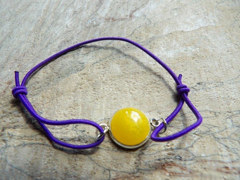 Bracelet élastique violet avec cabochon jaune 12mm