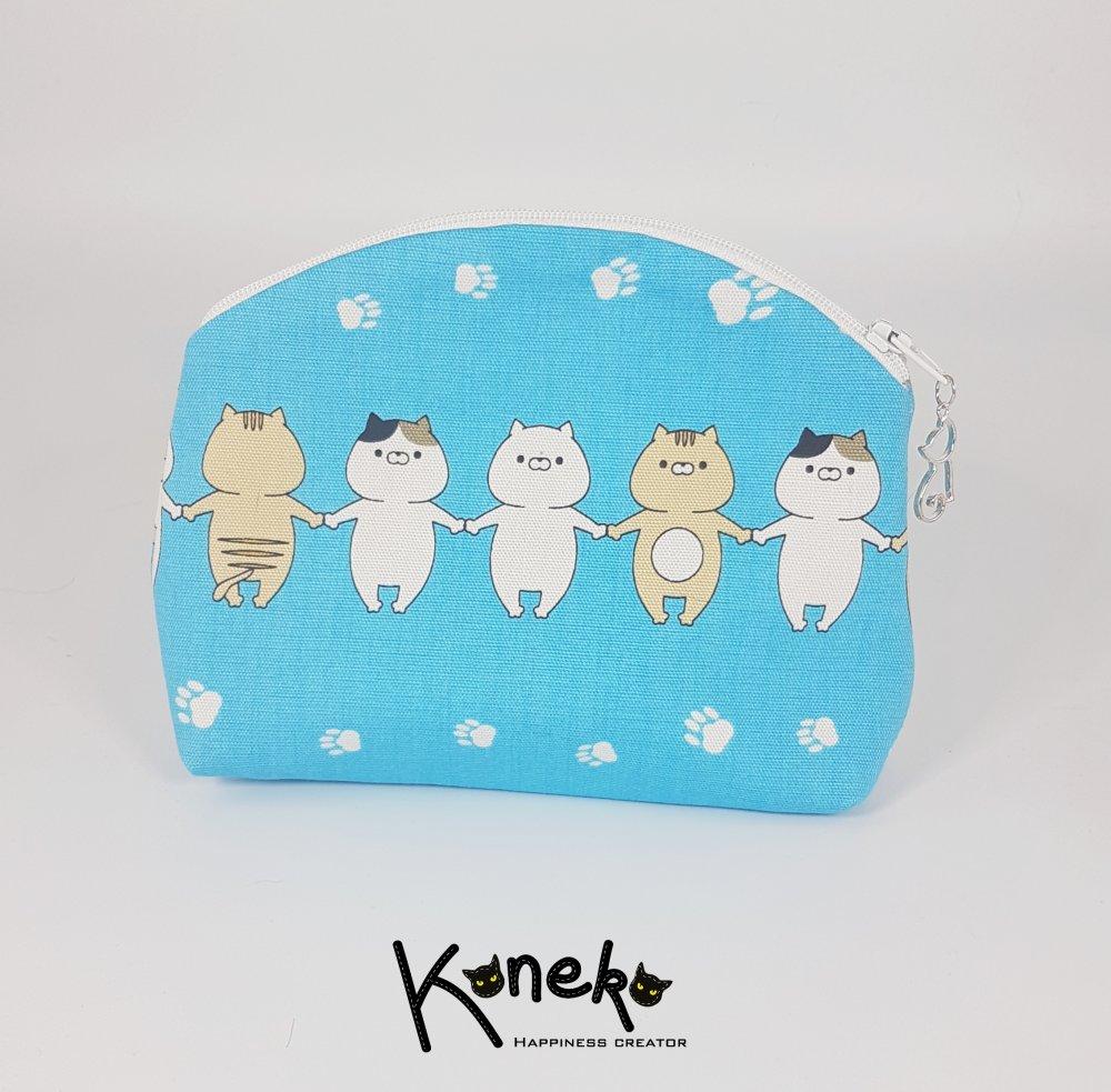 Pochette à maquillage bleu et motifs chats avec breloque chat - MOYENNE