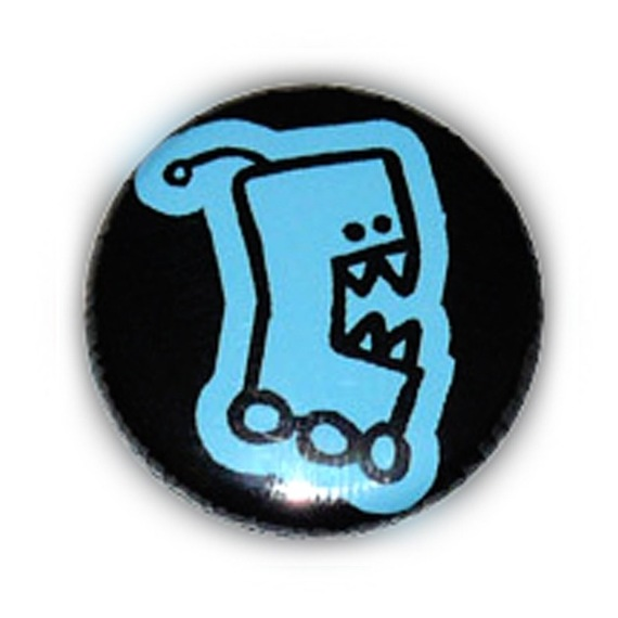 Badge ROBOT CARNIVORE Rigolo Kawaii FreaK NeRd ALien Monster GeeK 25mm