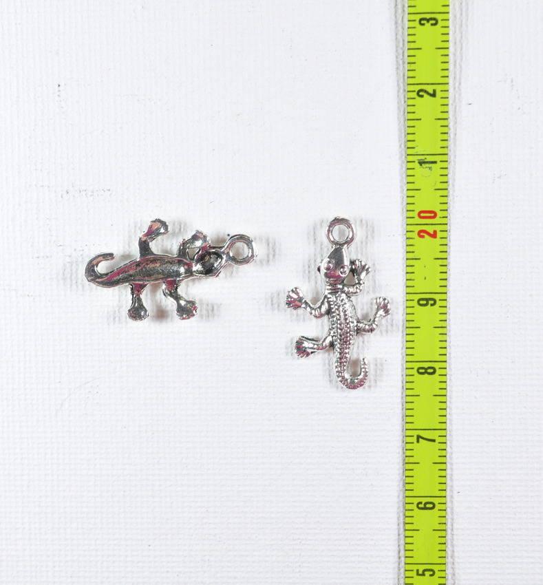 2 breloques salamandre/lezard métal argenté 2.5 cm