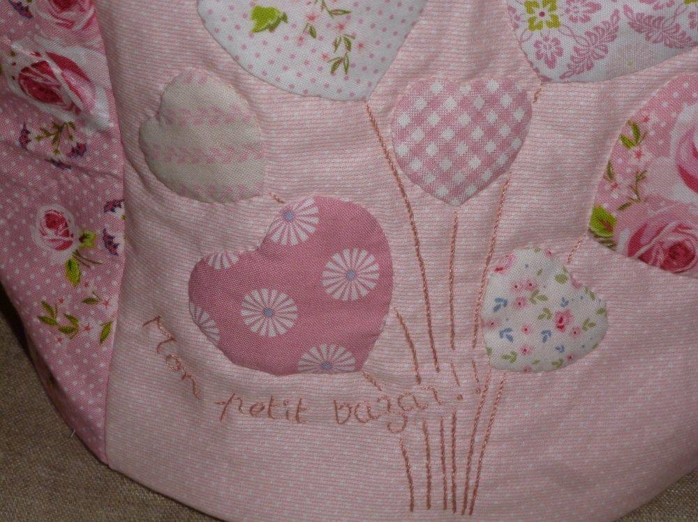 """Panier """"Mon petit bazar """" dans des tons roses avec application de coeurs en bouquet"""