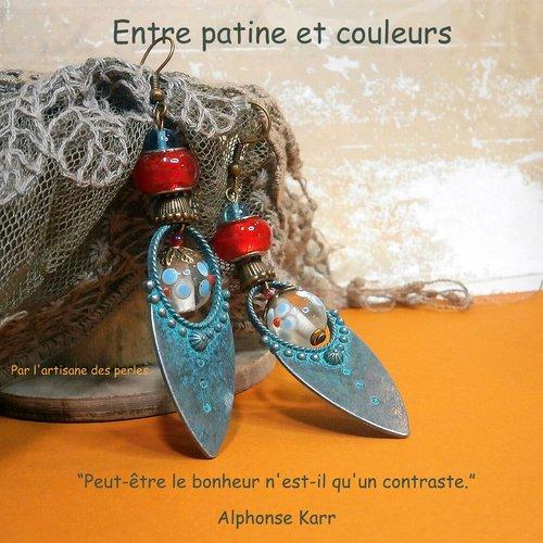 Boucles d'oreilles de style médiéval, métal patiné, rouge et turquoise