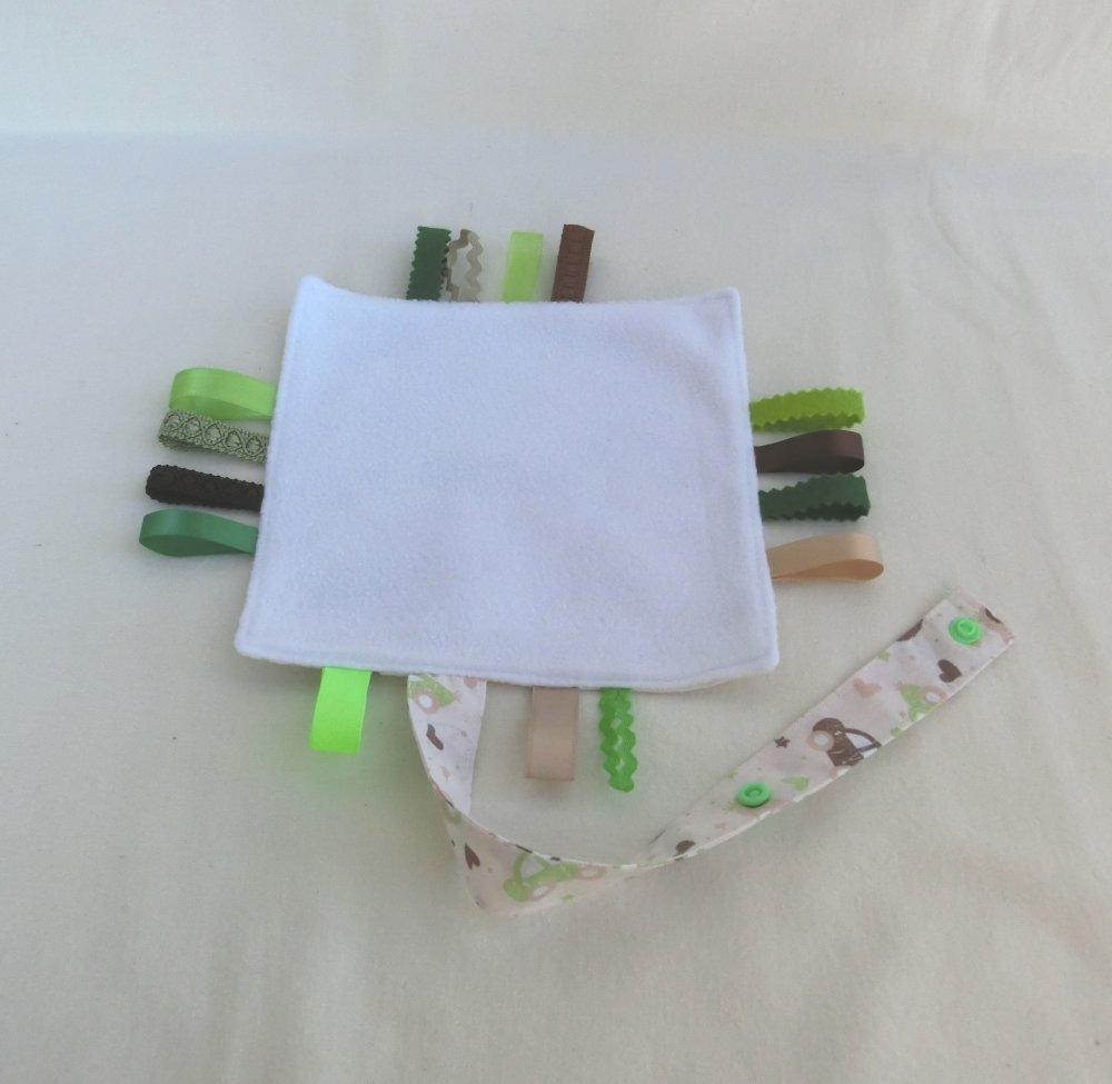 Doudou Plat étiquettes avec attache tétine, Tissu Voiture et Polaire, Doudou sensoriel d'éveil, Cadeau Naissance Bébé Fille