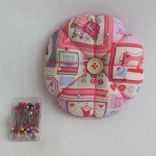 Coussin fleur pique aiguilles, accessoire de couture pur couturière, cadeau femme fêtes des mères