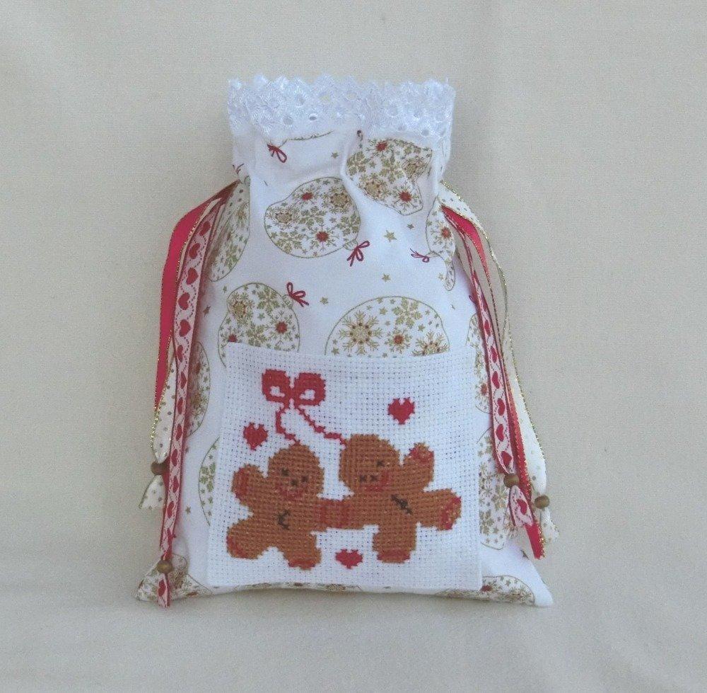 Sac Pochon de Noël, Pochette Cadeau à bijoux Femme, Gingerbread / Bonhomme en pain d'épices, Broderie main Point de croix