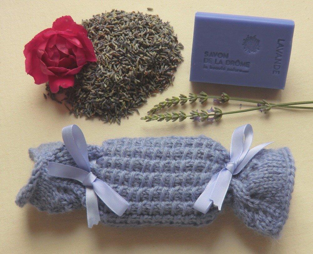 Créer Son Porte Savon pochon bleu lavande en laine, pochette pour savon parfumé lavande, tricoté  main, porte savon salle de bain, cadeau femme