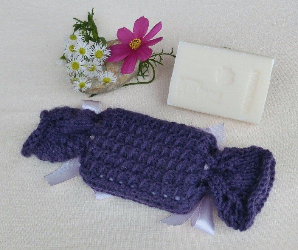 Étui, Pochon Porte Savon, Tricoté main en laine, Savon artisanal Parfumé Magnolia, Accessoire salle de bain, Cadeau Femme