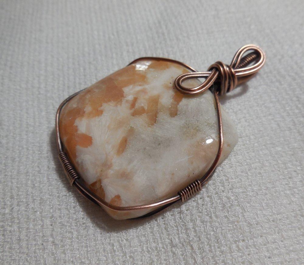 Grand Pendentif Amulette en Scolécite et Cuivre