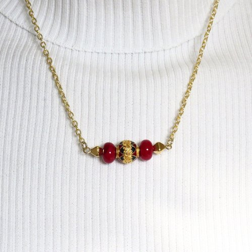 Collier minimaliste perles rondes en verre de murano filées au chalumeau et perle cloisonnée or/rouge/ bleu sur chaine dorée.